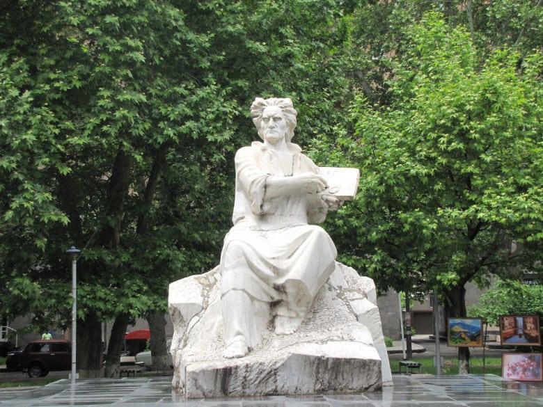 Saryan's statue