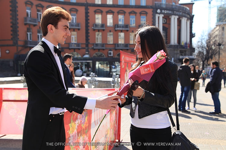 Yerevan Municipality gives flowers to passerby women