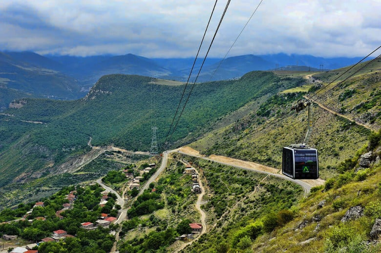 Do sit in the record-breaking cable car